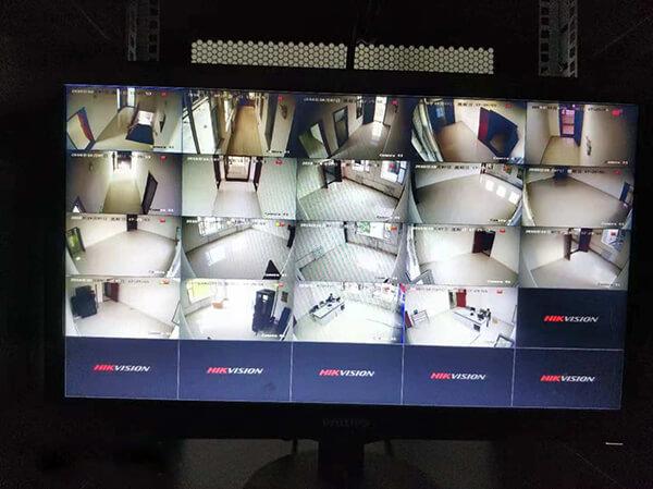 监控系统的电脑显示器
